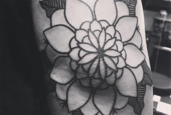 Courtney snaked some linework tonight🙌🏼#smokemdead #steadfasttattoo . . . . . ((¥)) #tattoos #btattooing #blackworkerssubmission #iblackwork #blackwork #blackworkers #inkstinctsubmission #blacktraditionals #BLACKTATTOOMAG #blxckink #tttism #TTTpublishing #greatattoo #blackflashwork #TattooLife #darkartists #blackworkershero #wiilsubmission #dot.work.ink #traditionaltattoo #onlythedarkest #blackandgrey #flowertattoo #fractal